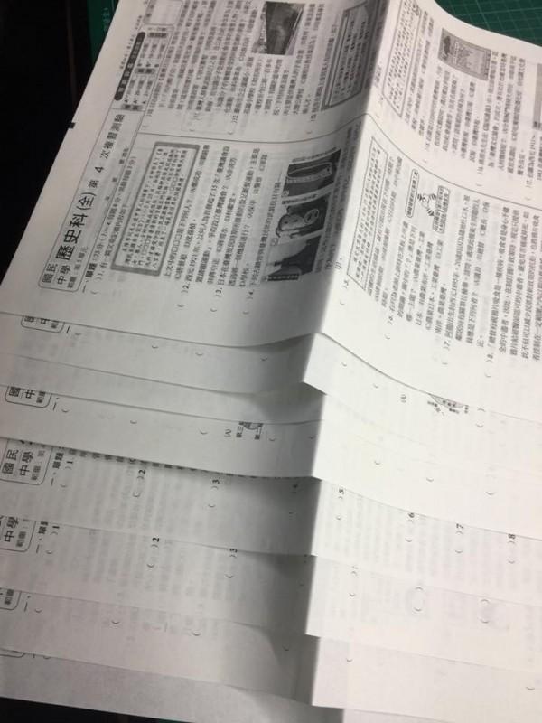 媽媽氣國中兒藏暑假作業沒寫 網友安慰:去學校會抄
