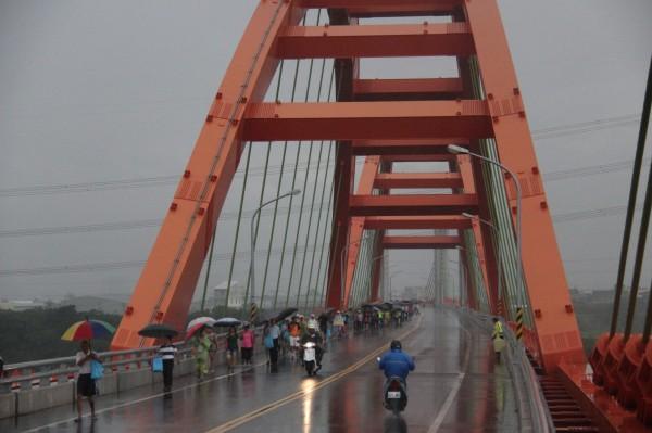 市府強調烏日有重大建設,溪尾大橋已通車。(記者蘇金鳳翻攝)