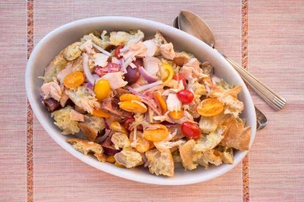 地中海飲食法主要是多食用蔬果類,並以堅果等穀物為主食,魚類為配餐,烹調過程則是使用橄欖油。(美聯社)