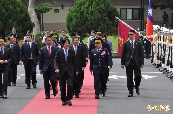 行政院長賴清德(中)參加中央警察大學慶祝82週年校慶暨開學典禮。(記者周敏鴻攝)