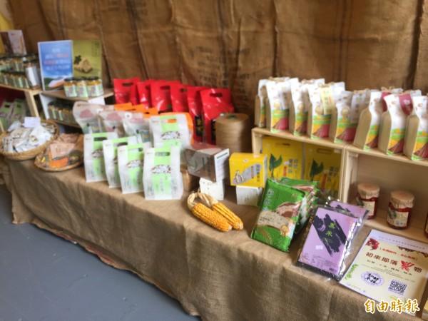 「Maker Store #5」展售小農產品、原民及藝術等各種創作。(記者張存薇攝)