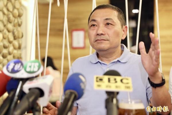 侯友宜指蘇貞昌提出的「擴大長者假牙補助」政策粗糙。(記者何玉華攝)