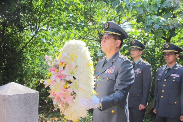 第四作戰區指揮官劉得金中將,主持秋祭典禮。(圖/第四作戰區提供)