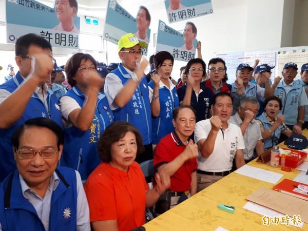 選戰開始加溫!新竹市藍軍陣營許明財將率先在15日成立競選總部,除有成立茶會,晚間也會在天公壇舉辦音樂會。(記者洪美秀攝)