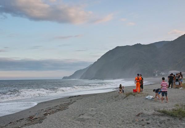 宜蘭縣南方澳內埤海灘屬陡降型海岸,近5年已發生9死意外。(資料照)