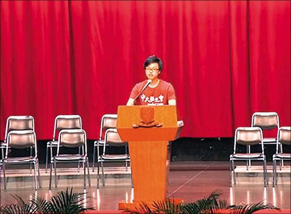 香港中文大學學生會會長區倬僖三日在開學典禮上致詞時,暗指中國為「鄰國」和「北方帝國」,「港獨」是香港未來出路之一。(取自網路)