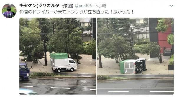 連大貨車也遭大風吹翻。(圖擷取自pur305《推特》)
