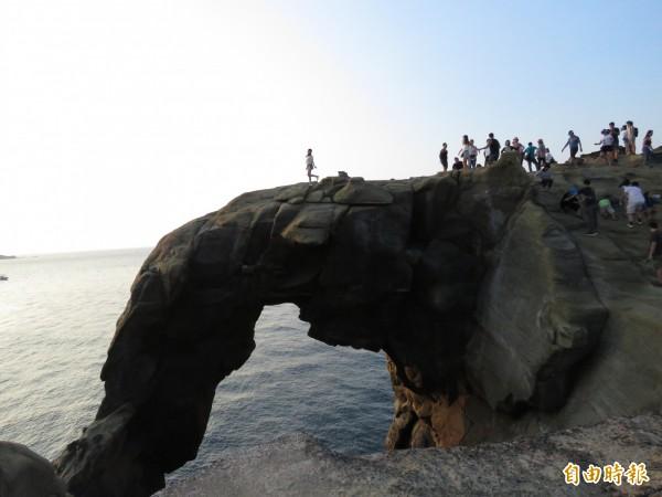 觀光局公布「主要觀光遊憩據點統計作業要點」,每3個月會選出具代表性的知名景點成為候選景點,未來如象鼻岩等景點都有機會納入統計。(資料照)