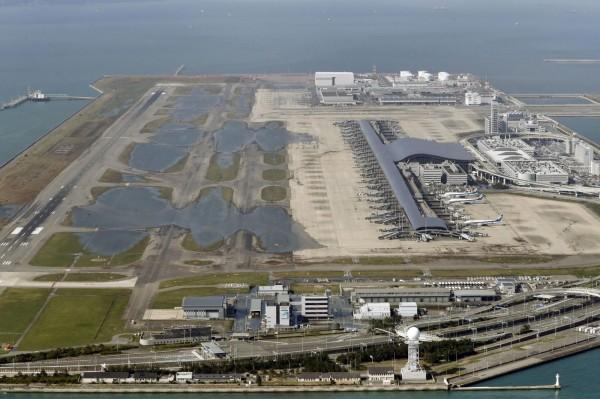 兩家國籍航空公司華航、長榮6日都停飛關西機場。(美聯社)