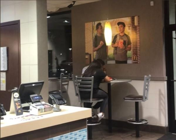 偽海報在麥當勞中張貼51天都未被察覺。(圖擷自@Jevholution TWITTER)