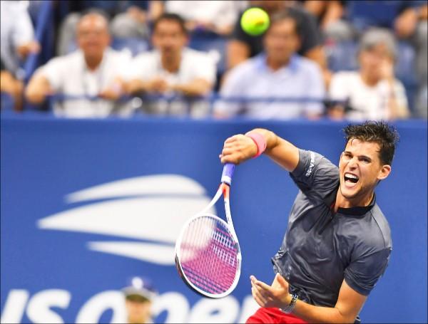 美國「梅約醫院學報」四日發表最新研究指出,團隊運動更具延年益壽之效,其中又以打網球為最。圖為奧地利男網選手提姆五日在紐約參加美國網球公開賽。(法新社)