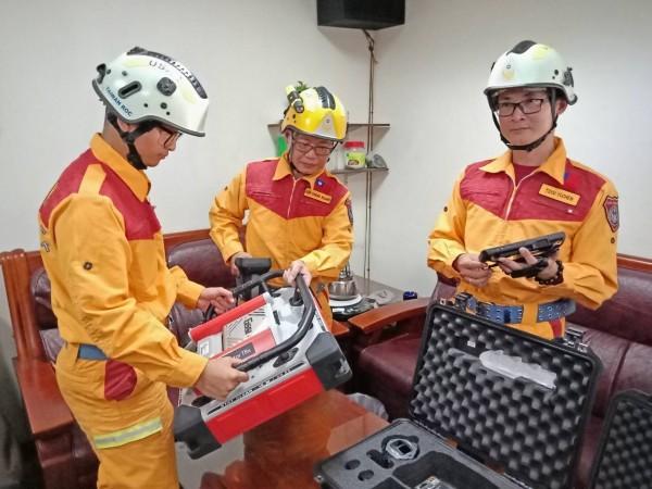 基隆市消防局國際人道救援隊集結待命,隨時能出發。(記者吳昇儒翻攝)