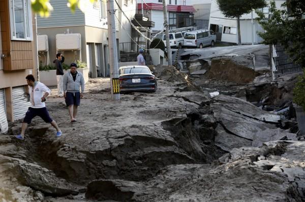 日本北海道6日凌晨發生規模6.7強震,導致當地交通大亂。(歐新社)
