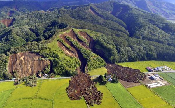 日本北海道6日凌晨於當地時間3點12分發生芮氏規模6.7強震以來,1天內已發生84起餘震。(歐新社)