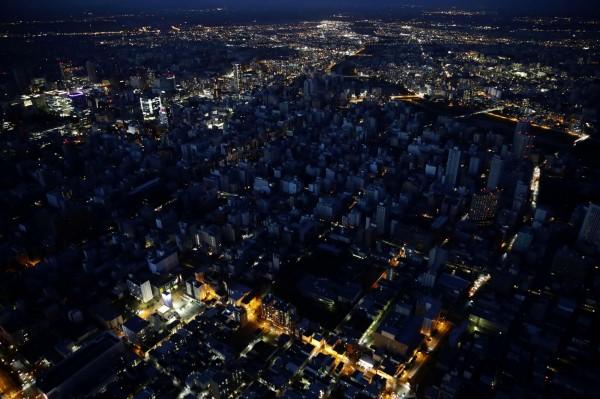 日媒形容札幌成為「黑暗大城市」(暗闇の大都市)。(路透)