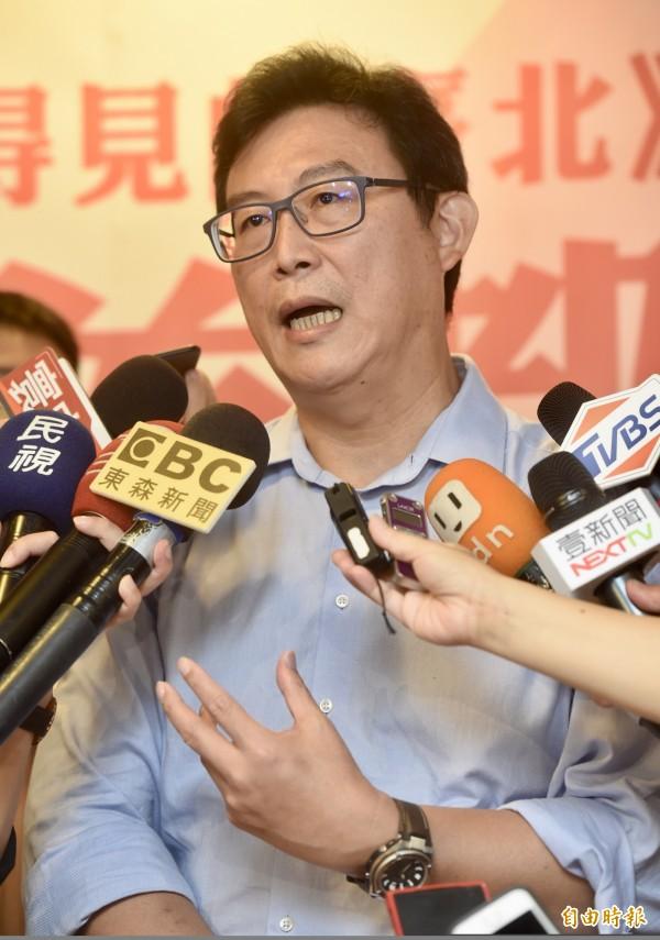 傳出中國使館派出巴士到關西機場載送中國旅客,台灣人想搭巴士,必須先承認自己是中國人,姚文智針對此事強調,整件事情就是假新聞,呼籲大家必須釐清真相、別被誤導,否則台灣民心與士氣將受打擊。(記者簡榮豐攝)