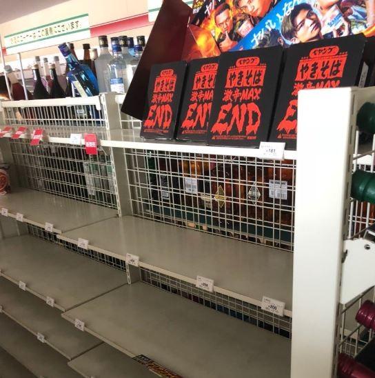 各家超市都剩下 「激辛MAX」泡麵沒人買。(圖擷自推特)