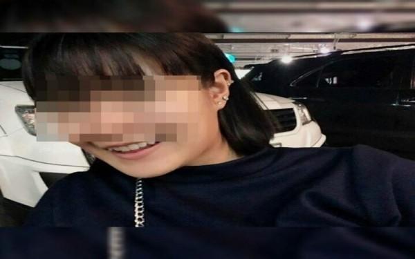 泰國1名19歲少女全裸死在床上,警方原先將目標鎖定在與他同居的4名男子,調查後才發現是她的養父所為。(圖擷自泰國《世界日報》)