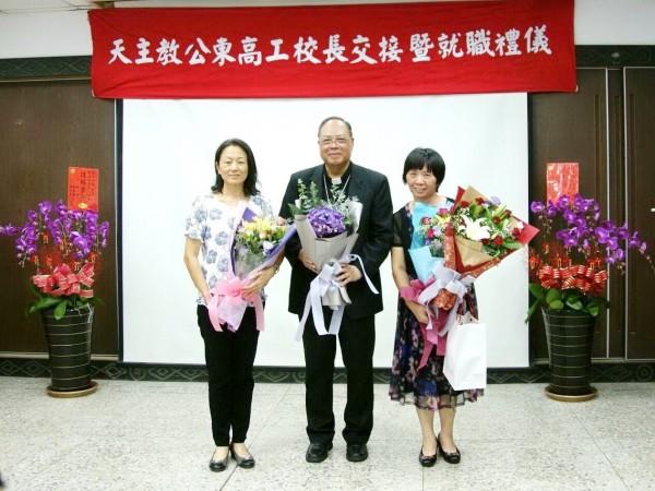 靜宜大學校友黃淑英(右)榮任台東縣公東高工校長。(靜宜大學提供)