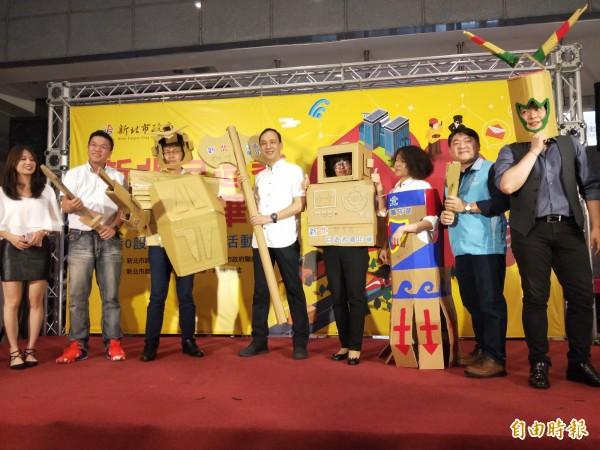 紙箱再利用也能很有趣,市長朱立倫等宣布週末將舉行自造者嘉年華活動。(記者何玉華攝)