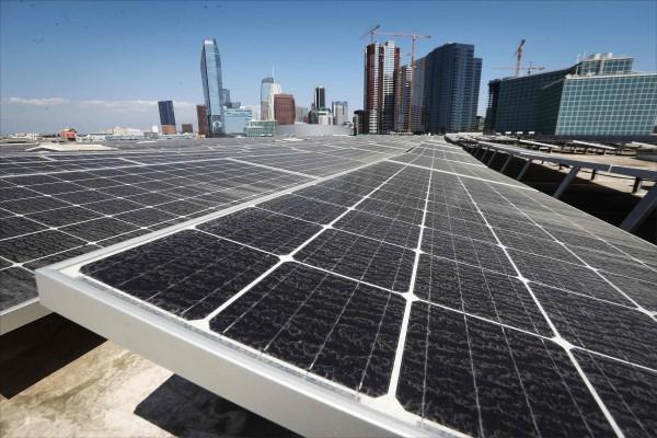 加州矢言2045年乾淨能源將達百分百。(法新社資料照)