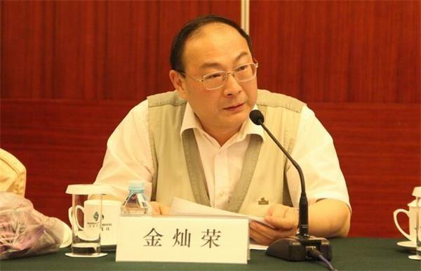 金燦榮在量子大學指出,貿易戰主降派認為順從美國的要求,但這個觀點不會被中國人接受。(圖擷取自加拿大新聞網)