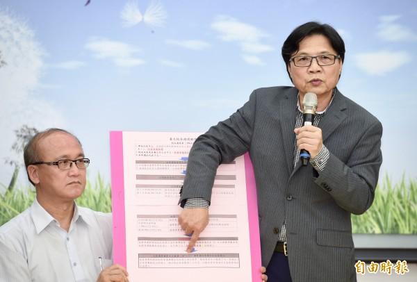教育部長葉俊榮12日召開記者會,要求台大校長遴選會正式召開會議,重啟校長遴選。(記者羅沛德攝)