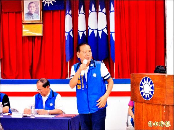 國民黨行動中常會昨天到新竹市舉行,國民黨提名的市長參選人許明財提出「一帶二心三連結」的市政藍圖,期許藍軍歸隊大團結。(記者洪美秀攝)