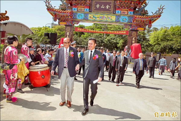 新竹市客家大老鄭茂灶(左)已答應出任市長林智堅(右)爭取連任的客家後援會主任委員。(記者洪美秀攝)