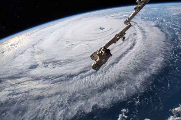 佛羅倫斯颶風正持續逼近美國東部沿海地區,目前正以每小時17英里(約時速27公里)的速度持續向西北偏西方向移動,預計最快13日就會在南、北卡羅來納州的邊界附近登陸。。(歐新社)
