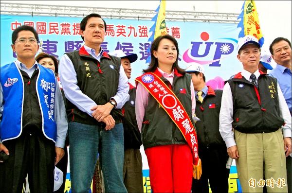 鄺麗貞2006年參選台東縣長補選時,當時的國民黨主席馬英九站台,但不讓吳俊立站在他身邊,鄺麗貞說「很心疼」丈夫被說黑金。(資料照,記者黃明堂攝)