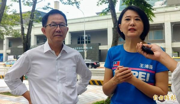 國民黨台北市長參選人丁守中(左)與台北市議員王鴻薇(右)。(記者簡惠茹攝)