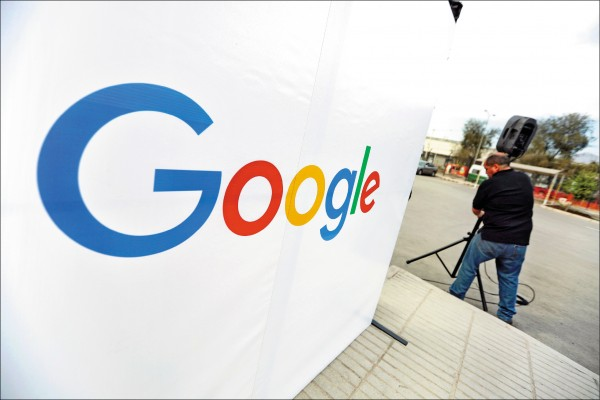 搜尋引擎巨擘Google等全美主要網路公司,近年遭美國總統川普、若干共和黨人士和保守派媒體鎖定,指控它們偏好自由派觀點更甚於保守派觀點。圖為十二日Google位於智利聖地牙哥的資料數據中心外一隅。(路透)