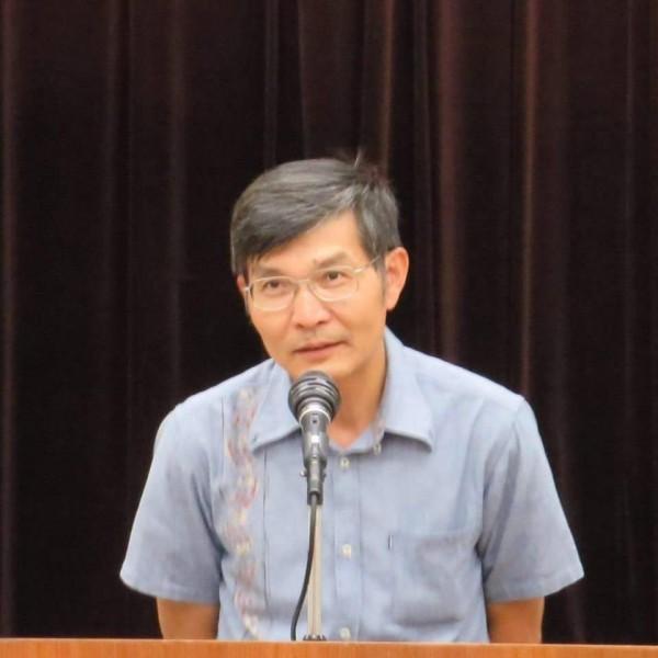 我國駐大阪辦事處長蘇啟誠(中)今日上午驚傳在大阪官邸輕生。(圖擷自臉書)