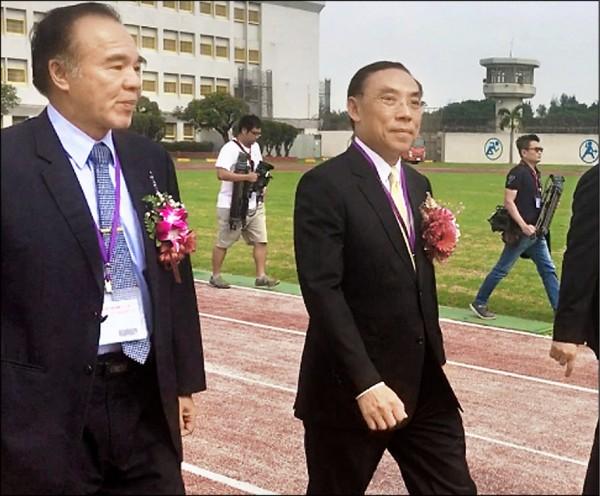 法務部長蔡清祥昨天到彰化監獄驗收靖安小組訓練成果,他表示呂文忠一定能勝任調查局長。 (記者顏宏駿攝)