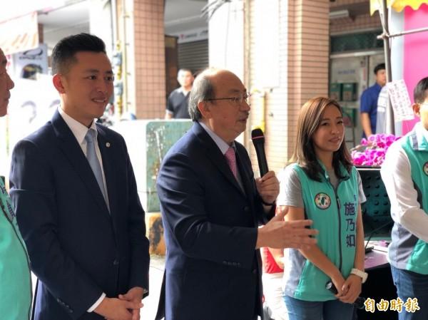 施乃如成立競選總部,市長林智堅(左)、立委柯建銘都前往相挺。(記者蔡彰盛攝)