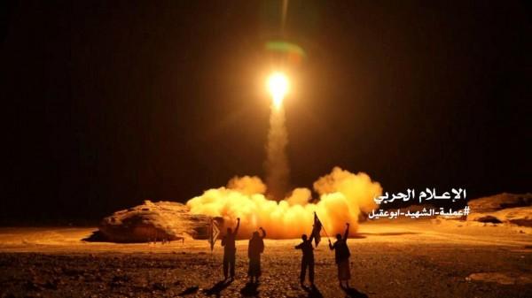 沙烏地阿拉伯工業大城吉贊,昨(15日)晚間遭葉門叛軍胡塞武裝組織(Houthi)發射導彈襲擊。圖為葉門叛軍過去對沙烏地阿拉伯發射的導彈。(路透)