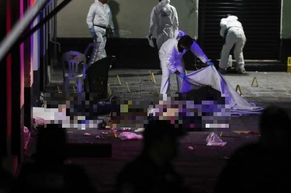 墨西哥加里波第廣場發生重大槍擊案,造成數人傷亡。(美聯社)