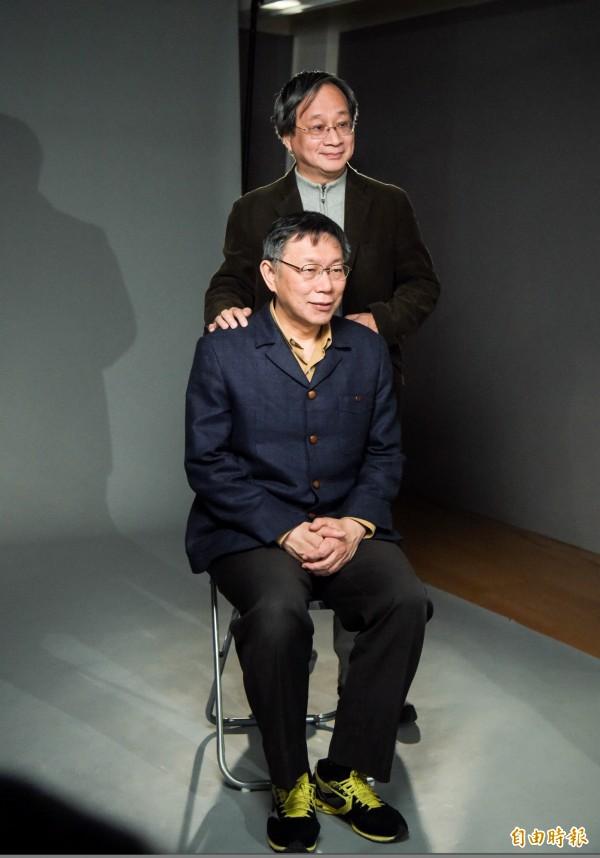 台北市長柯文哲(前)宣布,由小野(後)出任競選總幹事。(資料照)