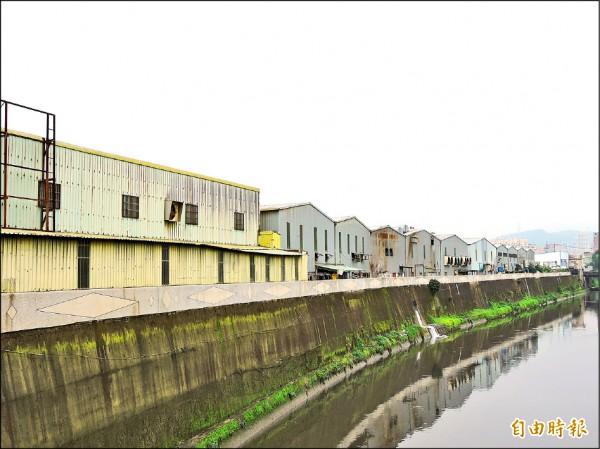新北市政府辦理整體開發案,因地方抗爭受阻。圖為新莊塭仔圳市地重劃案基地。(記者賴筱桐攝)
