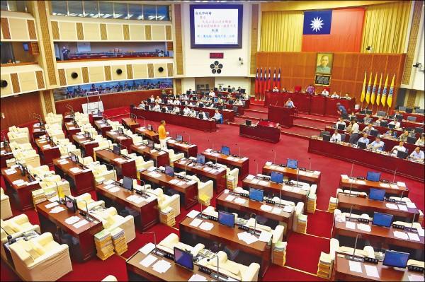 台北市議會國民黨、民進黨議員監督力道弱化,就連議長吳碧珠都說,好像沒有監督一樣。圖為台北市議會議場。(資料照)