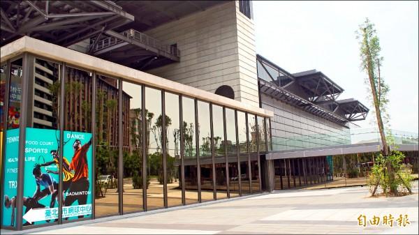 台北網球中心調整新一波營運模式,包括延長球場開放時間、引進超市等。(記者蔡亞樺攝)