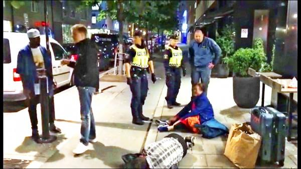 中國曾姓一家三口在瑞典斯德哥爾摩發生旅遊糾紛,事後被踢爆是因自己訂房疏失所造成,卻在公開場合無理取鬧,令此事演變成中國與瑞典的外交風波。(取自網路)