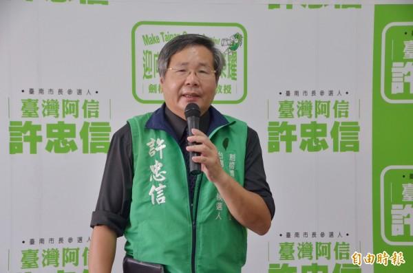 無黨籍台南市長參選人許忠信推動兵工廠轉型AI專區。(記者吳俊鋒攝)