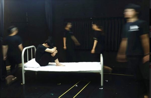 犀牛劇團成員加緊排練新戲。(犀牛劇團提供)