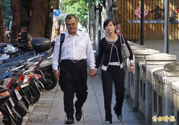 前行政院秘書長林益世誣告案,高院二審下午3點開庭,林益世偕同妻子彭愛佳一同出庭。(記者劉信德攝)