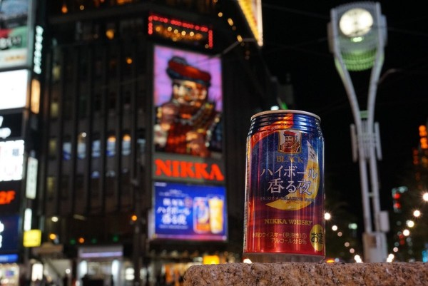 有網友特地買了該牌酒水,感性發文「Nikka爺爺,乾杯!」(圖擷取自Twitter)