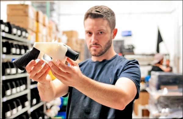 3D列印手槍發明人威爾森涉性侵少女,被美國通緝,逃來台灣藏匿。(法新社資料照)