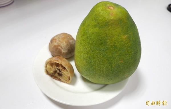 中秋節當然要吃月餅和柚子,減重者也能吃,但要算熱量,在下一餐減掉。(記者陳鳳麗攝)