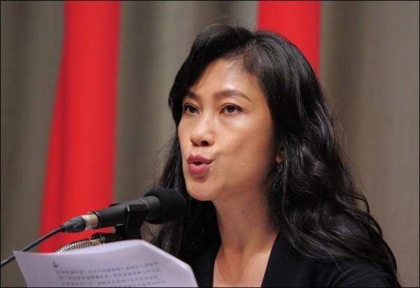 行政院發言人谷辣斯.尤達卡(Kolas Yotaka)表示,台灣人民領取中國居住證需要管制,必須某種程度限縮其公民權。(資料照)